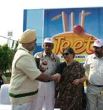 Former Cricketer M.S Bedi receiving memento